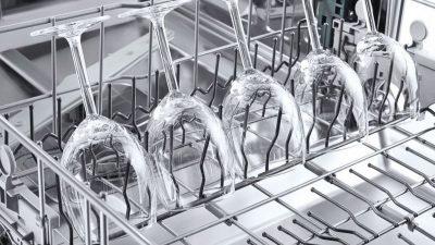 Cómo limpiar las copas grabadas en el lavavajillas