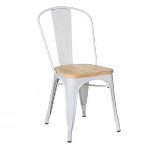 Silla blanca de acero con asiento de madera de pino